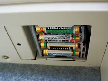電源は単3電池4本